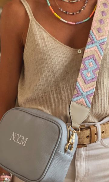 la-coqueta-lola-bolso-piel-vacuno-letra-inicial-marcada-personalizada-modelo-enriqueta-gris