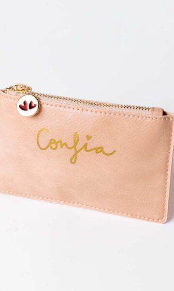 la-coqueta-lola-invitada-casual-luciabe-bolso-cartera-confia