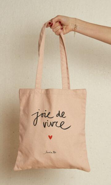 la-coqueta-lola-invitada-casual-luciabe-bolso-tote-bag-joie-de-vivre