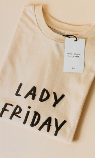 la-coqueta-lola-invitada-casual-luciabe-camiseta-mujer-manga-corta-lady-friday