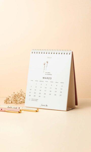 la-coqueta-lola-invitada-casual-papeleria-luciabe-calendario-confia